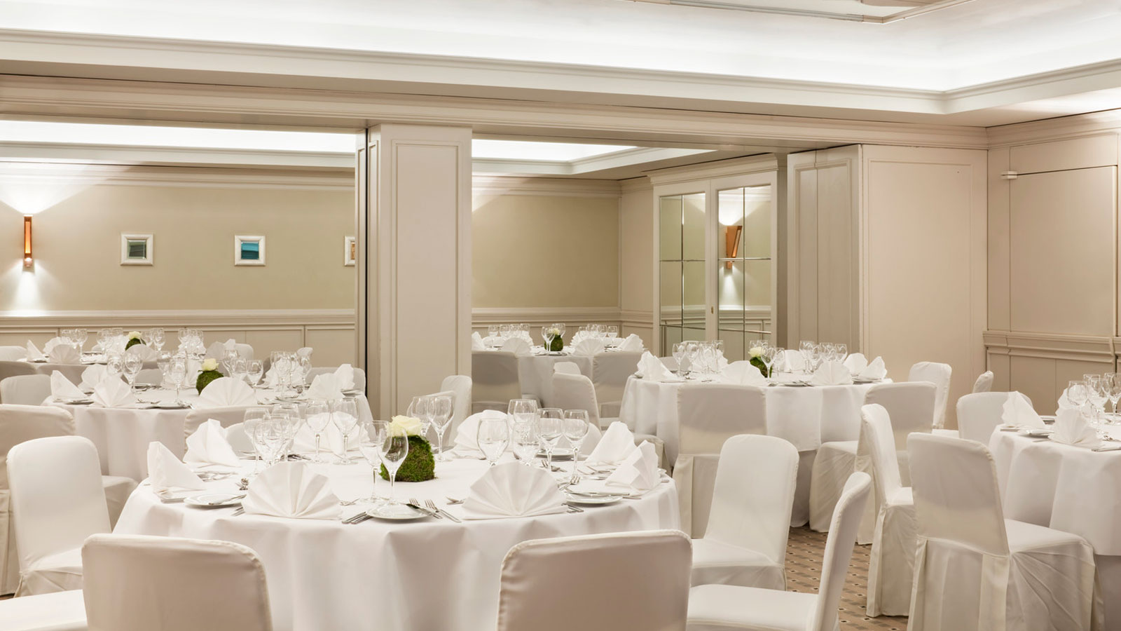 Room Versailles for your event at hotel Le Méridien Stuttgart