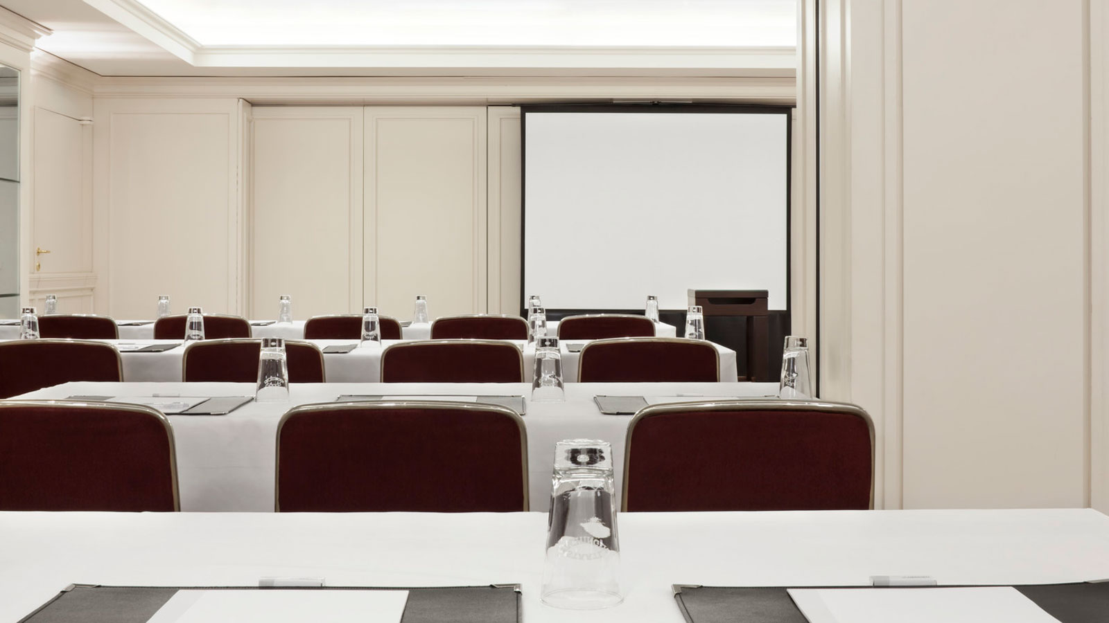 Conference room in Stuttgart: Versailles at Le Méridien hotel